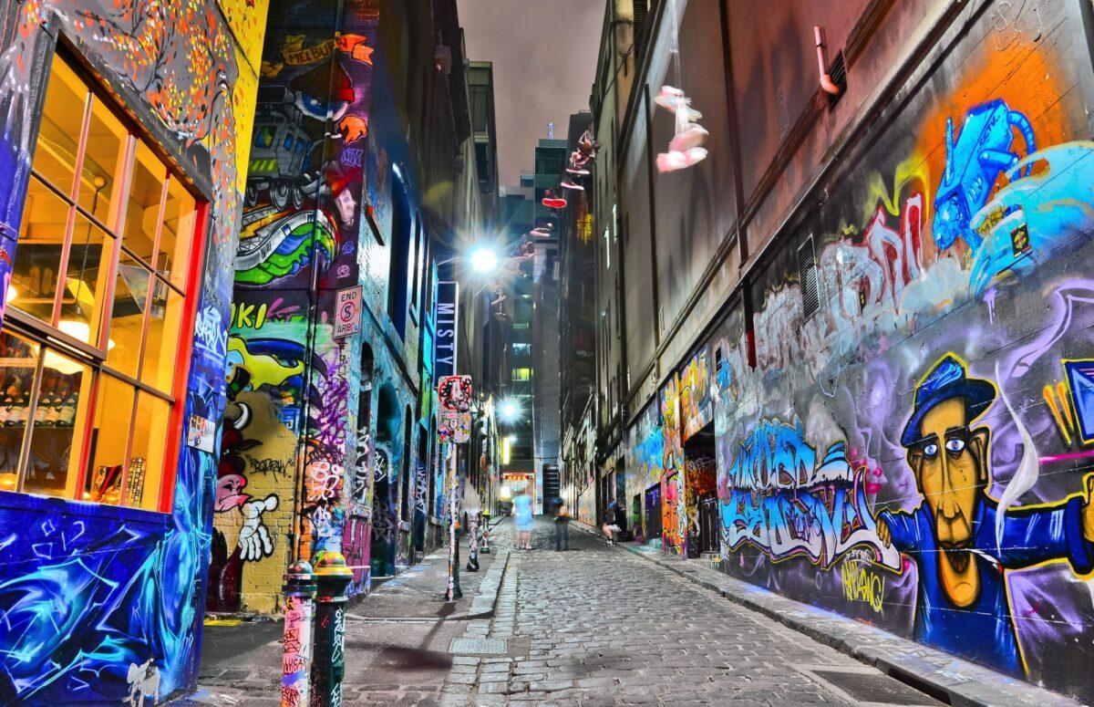 Aus Melbourne Night view of colorful graffiti artwork at Hosier Lane