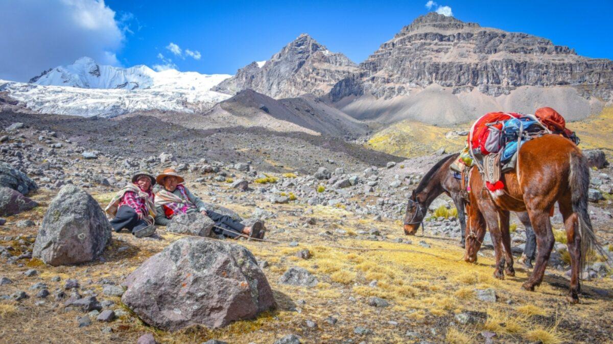 Ausungate trail Cusco Peru horsemen