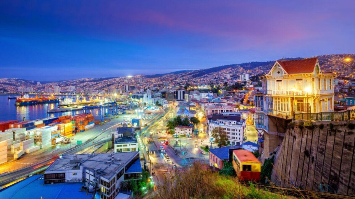 Chile Valparaiso night