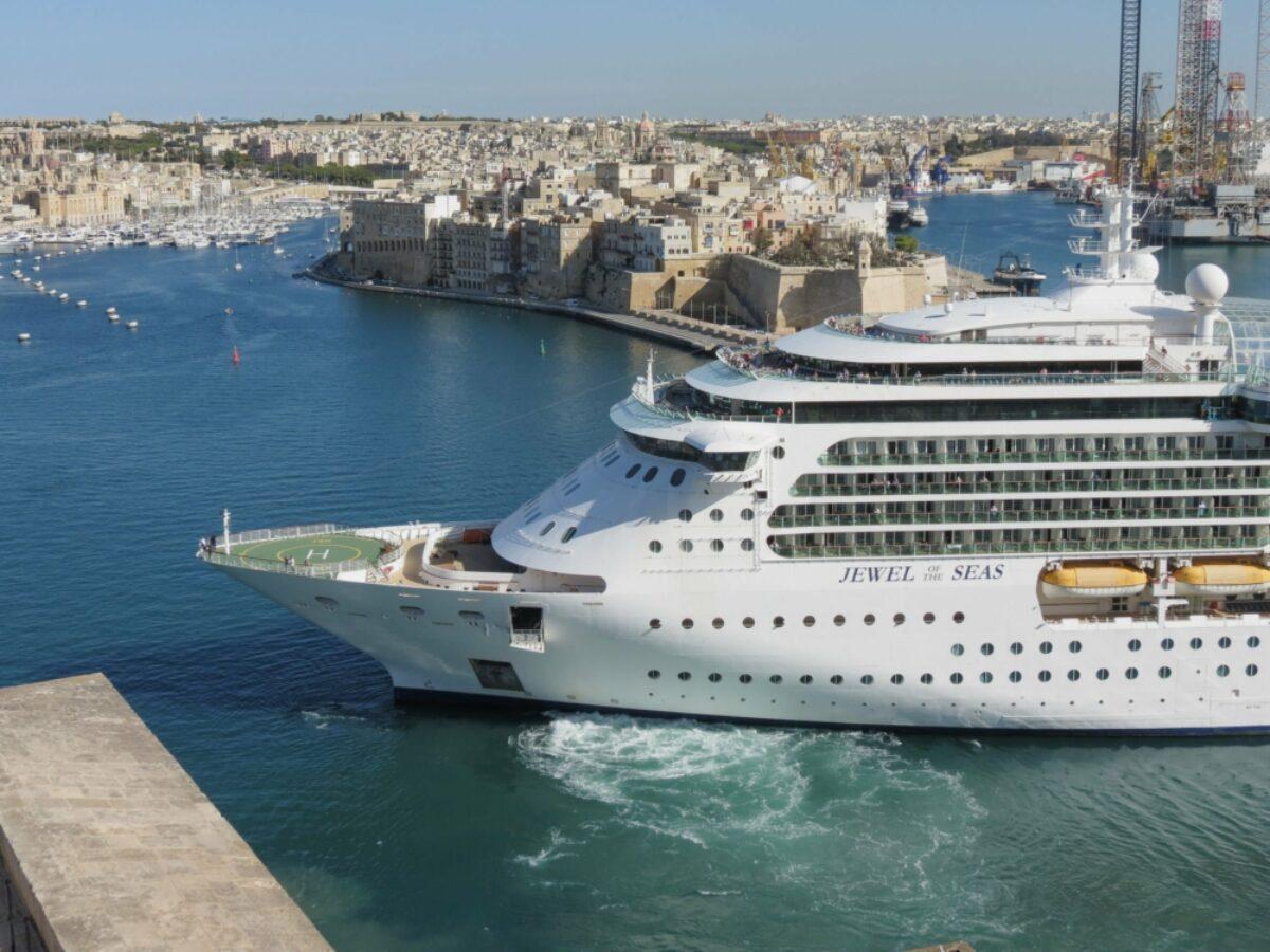 Malta Valetta May 2019 cruise ship Royal Caribbeans Jewel of the Seas cruise ship leaving Vallettas harbour