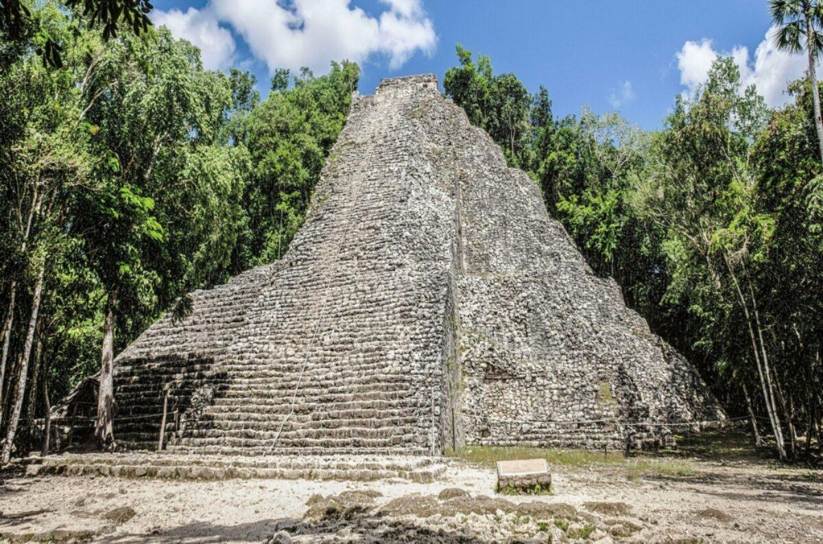 Mexic Tulum Coba Nohoch Mul pyramid