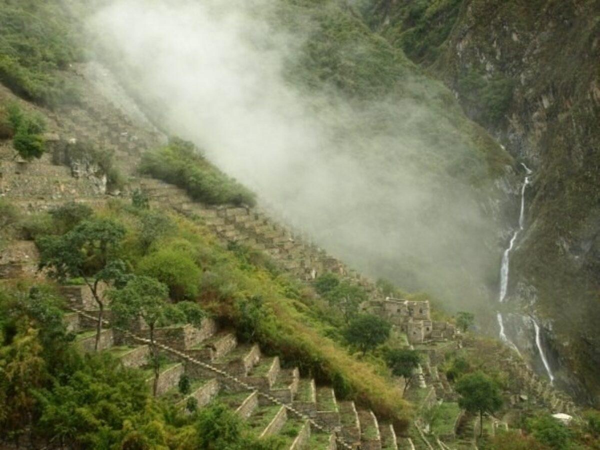 Peru Choquequirao mist