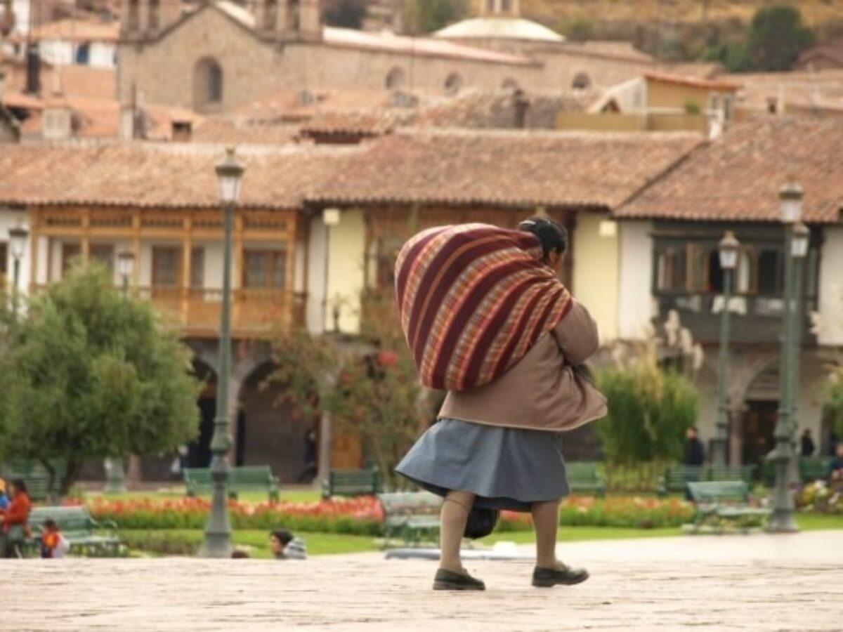 Peru Cusco lady