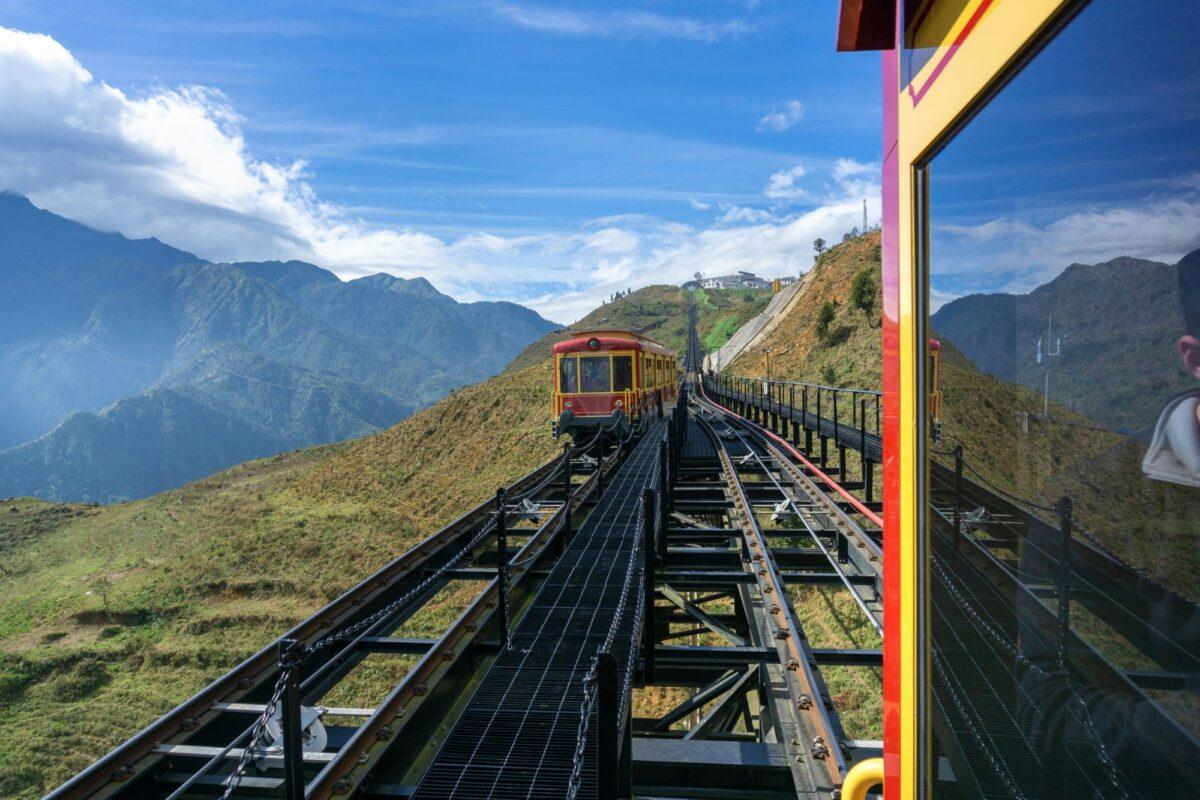 Vietnam Mount Fansipan touristcablecar