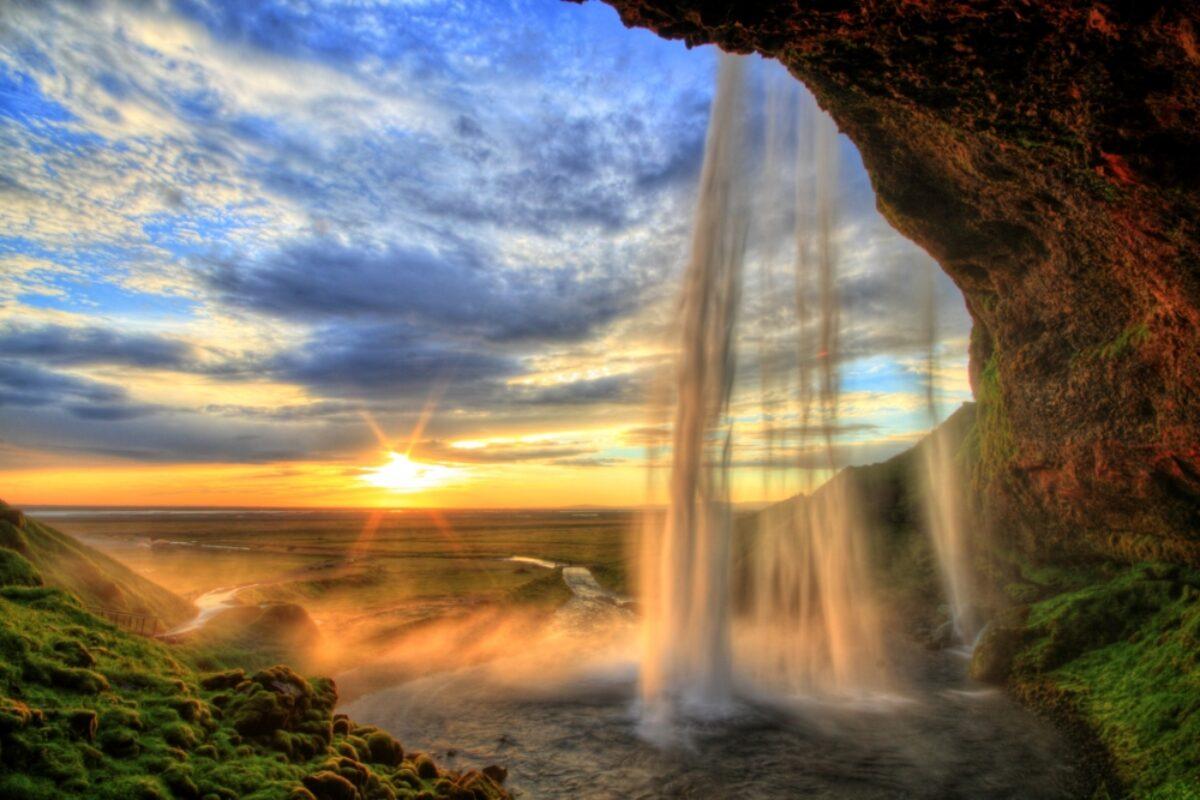 Iceland_Seljalandfoss